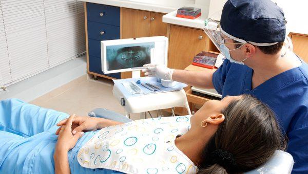 Dentista per tutti: la storia del dottor Nicolas Dessypris
