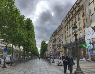 Auto contro polizia in Francia