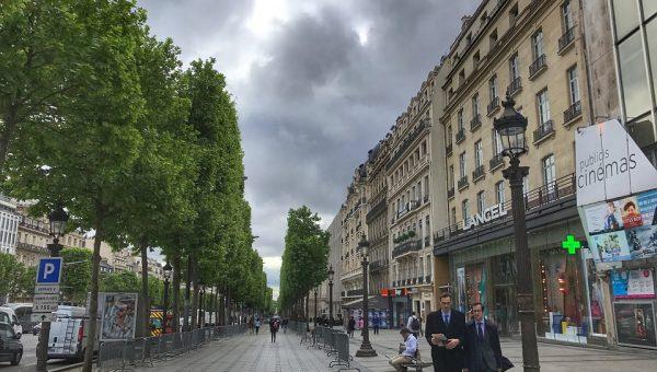Auto contro polizia in Francia: è accaduto nel pieno centro cittadino di Parigi