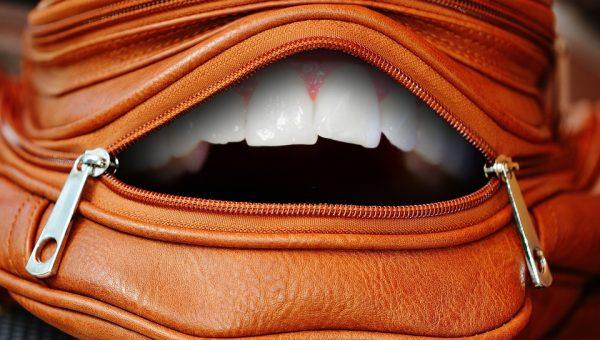 Trattamento denti bianchi: non solo bellezza, ma anche rischi