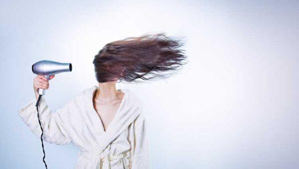 Curare i capelli usando il giusto elettrodomestico