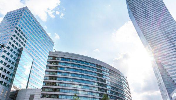 Stuntman muore: giovane caduto dal grattacielo di Changsha