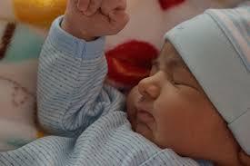 Quinta regola sonno bambini: spegnere sempre device un'ora prima del sonno